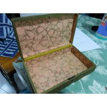Caja Antigua Con Ilustracion Y Puntillas Alrededor