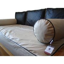 Sill n cama color naranja con almohadones grandes y for Almohadones divan