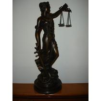 Antigua Figura O Estatua De La Justicia