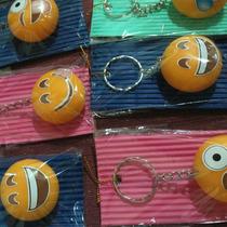Llavero Souvenir Emoticones En Porcelana Fria