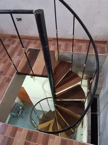 escaleras caracol escalones en madera