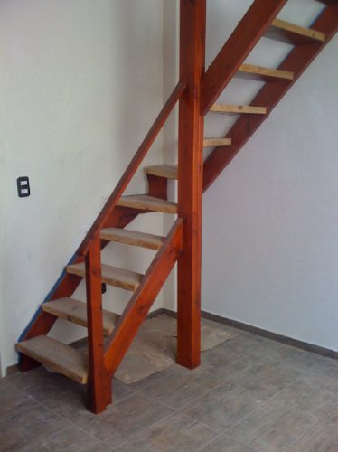 Entrepisos de madera escaleras altillos desde 350 xmt2 for Madera para escaleras