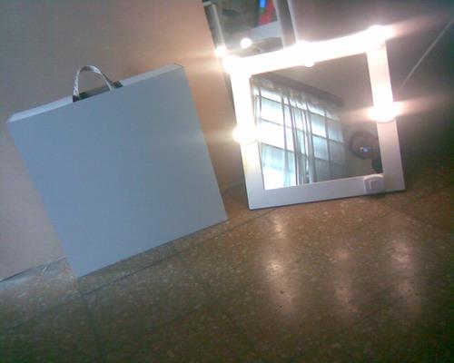 Espejos con luces 70 x 60 con pie maquillaje todoespejos for Espejos de pie precios