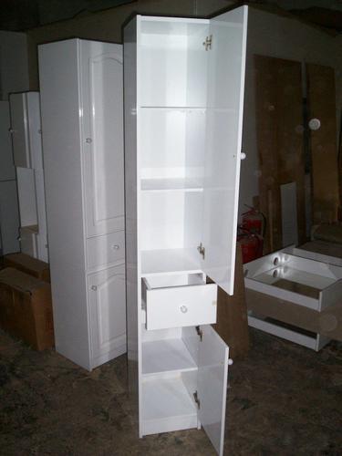 Mueble placard ba o laqueado estantes toallero especial for Mueble esquinero bano