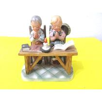 Figura Adorno Porcelana Tipo Capodimonte Niños Rezando.