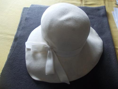 a2773b792df4d Sombrero Dama Paño Galeria Alvear. Janine Argentina