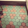Hexágono · Simil Mosaico Calcareo Color ·25x25 (piso -pared)