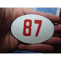 Antiguo Numero Enlozado 87 Con Prendedor Atrás. 8,5 X 5,5 Cm