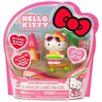 Muñequita Hello Kitty En Patineta Con Stickers Y Accesorios