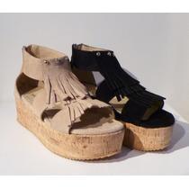 Sandalia De Cuero Gamuzado Y Flecos Con Plataforma