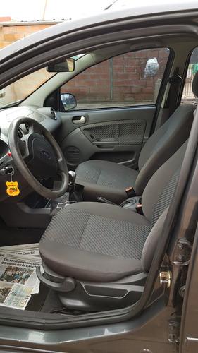 Ford Fiesta 2006 Foto 7