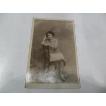 Antigua Foto Fotografia Mujer Dama Silla Vestido Medias