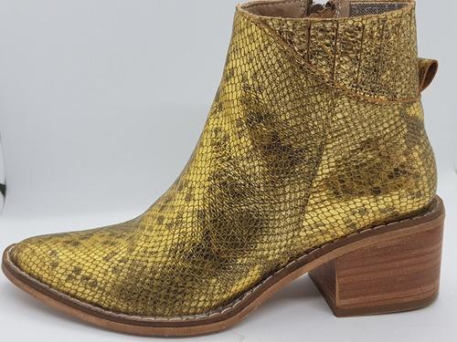 a16cbe33 Bota Caña Media Dorada Snake Justa Osadía Zapato Mujer