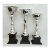 Trofeos Terna De  Copas De Metal . Grabado Gratis