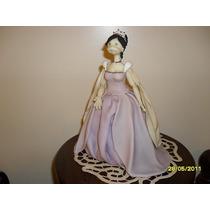 Princesa En Lila Porcelana Fria 20 Cm. Ancho X 25 Cm. Alto