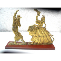 Escultura De Un Gaucho Y Paisana Bailando En Bronce Macizo