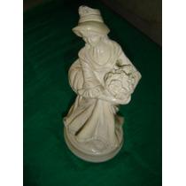 Figura De Ceramica Mujer Con Ramo De Flores 23 Cm