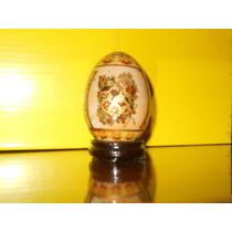Porcelana China Con Base De Madera En Forma De Huevo.