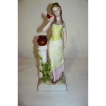 Muy Decorativa Figura Biscuit De Porcelana