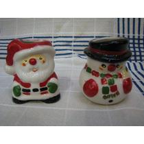 Par De Palilleros De Porcelana Con Motivo De Navidad.