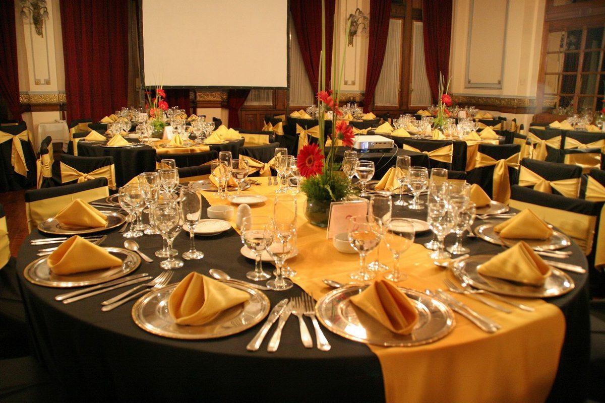 Alquiler de carpas mesas sillas vajilla manteleria livings - Protocolo cubiertos mesa ...