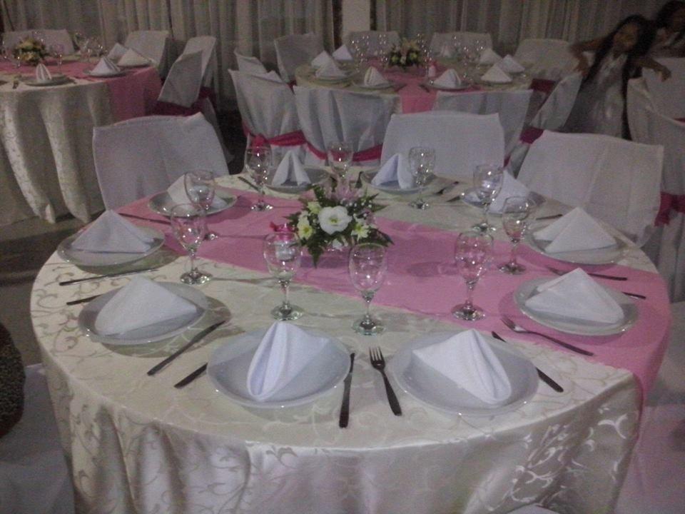 Alquiler de mesas redondas sillas vajilla y manteles for Sillas para rentar