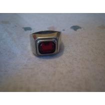 Anillo En Metal Plateado Con Piedra Roja