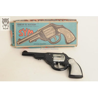 Revolver De Repeticion Sym Lata Negro Cebita Juguete Antiguo