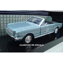 Ford Mustang 1/2 1964 - Color Celeste - Motormax 1/24