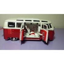 Volkswagen Van Samba En Escala 1/25. De Maisto.
