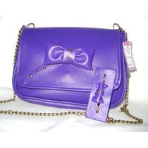 Cartera Simil Cuero Color Violeta Con Moño Y Cadena.