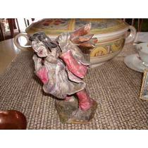Pequeña Escultura En Porcelana Firmada Por Su Autor