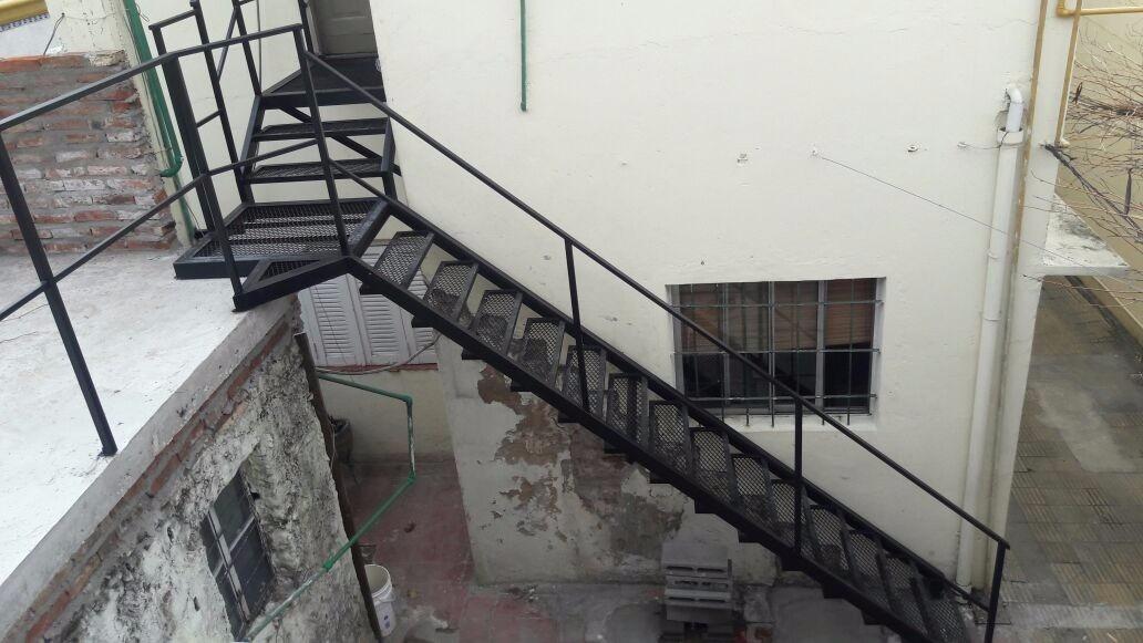 Escalera exterior herrer a rigamet la matanza en - Escalera madera exterior ...