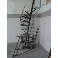 Escalera Caracol De Hierro Con Escalones De Algarrobo.
