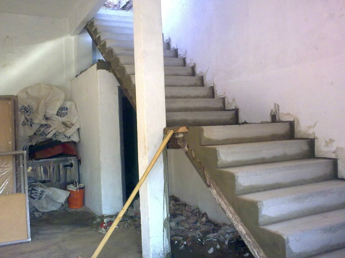 Escalera premoldeada de hormigon tres de febrero 12 for Construir escalera de hormigon