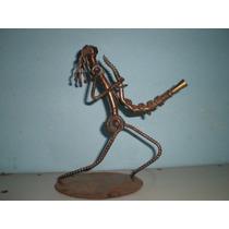 Saxofonista Roquero En Hierro Reciclado