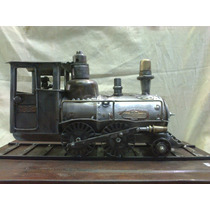 Tren Antiguo En Metal Reciclado