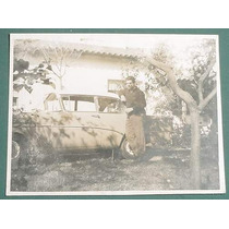 Fotografia Antigua Original Automoviles Muchacho 1966 Planta