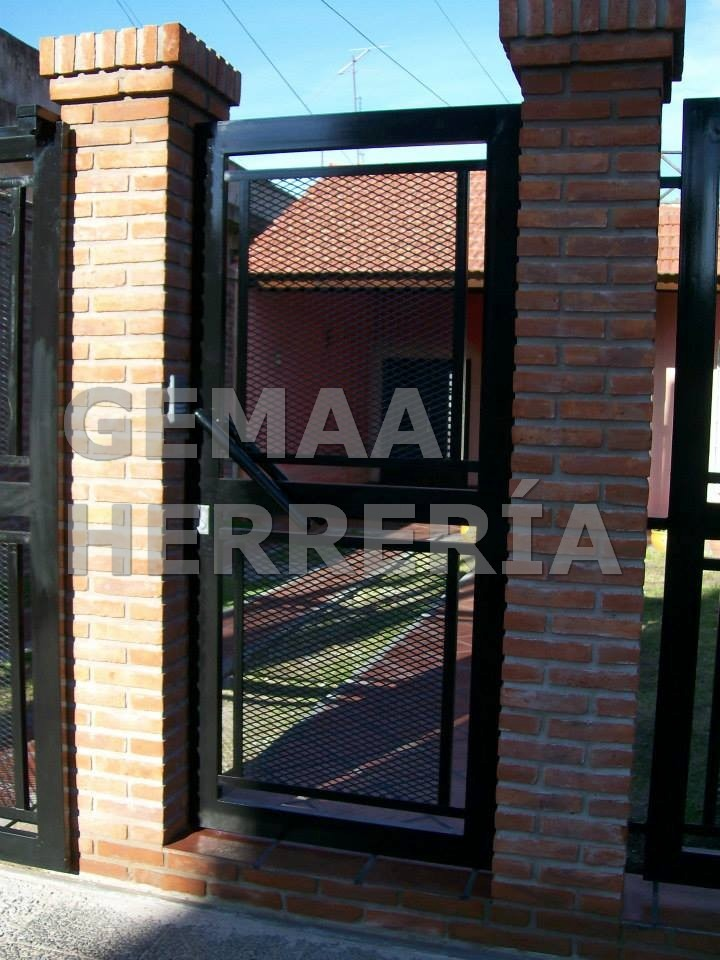 Fotos protecciones metalicas para ventanas ajilbab portal for Puerta herreria moderna