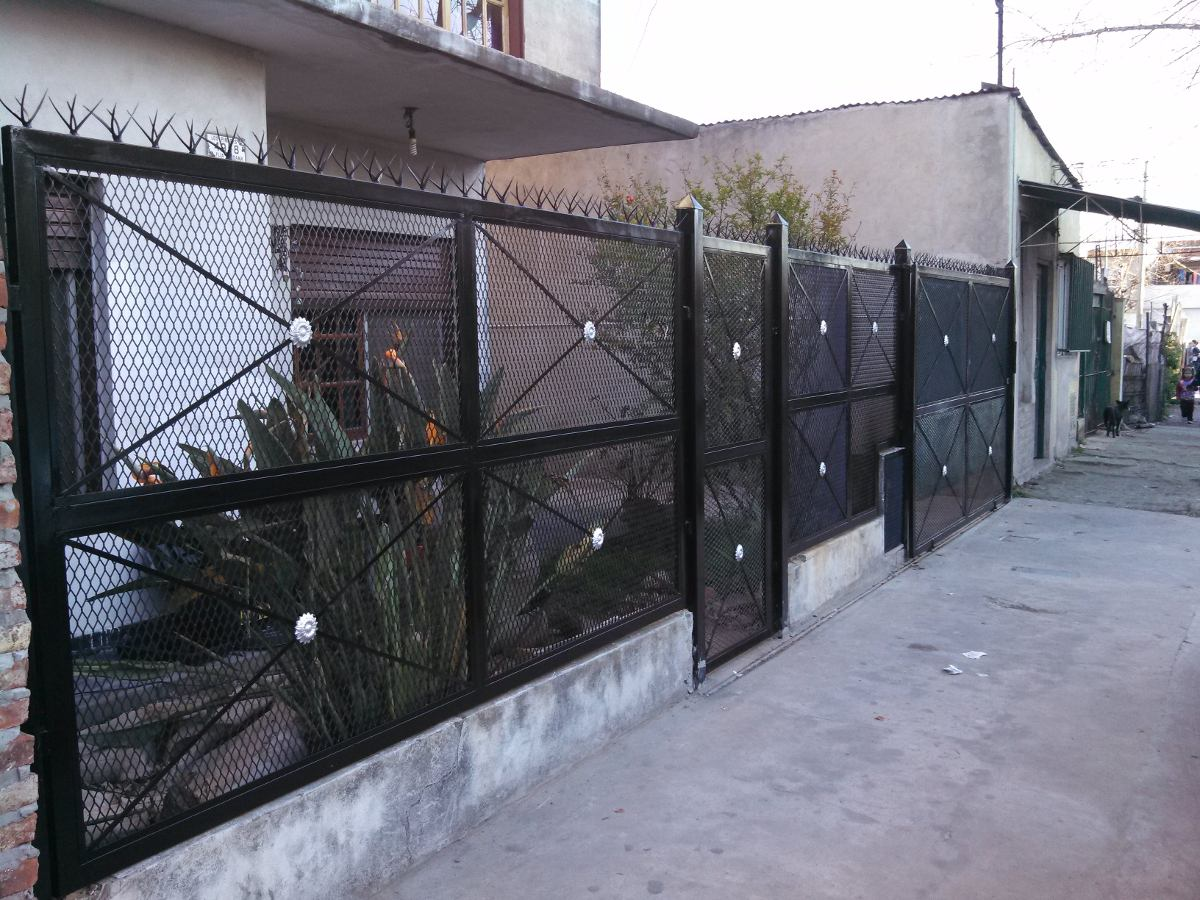 Herreria rejas prtones car interior design for Puertas para casas minimalistas
