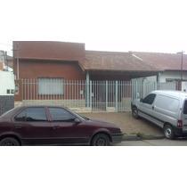 Exelente Casa En Calle Mariano Escalada 1300, En El Palomar