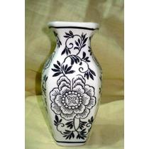 Jarron De Porcelana Grabado Con Motivo Floral