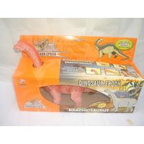 Dinosaurio Braquiosaurio A Pilas Por Mayor Y Menor