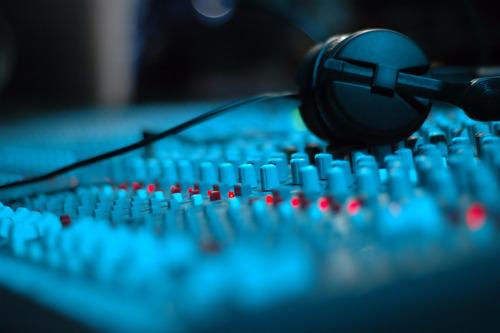 Locutora - Servicios De Audio