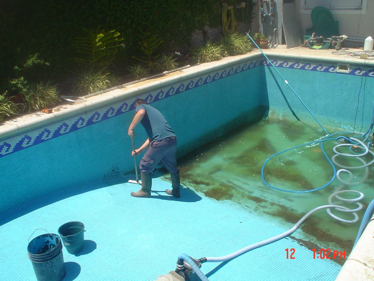 Mantenimiento integral piscinas vaciados pintura revest for Productos para piscinas