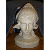 Busto De Joven Mujer
