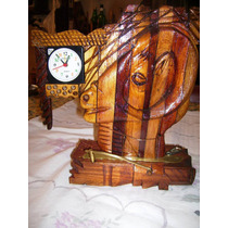 Reloj De Escritorio Artesanal En Madera Tallada