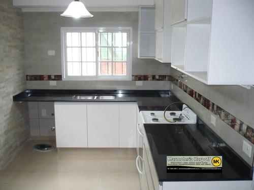 Mesadas de cocina en granitos marmoles y silestone con for Granito o silestone para cocinas