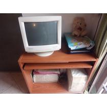 Computadora Con Impresora Y Mesa