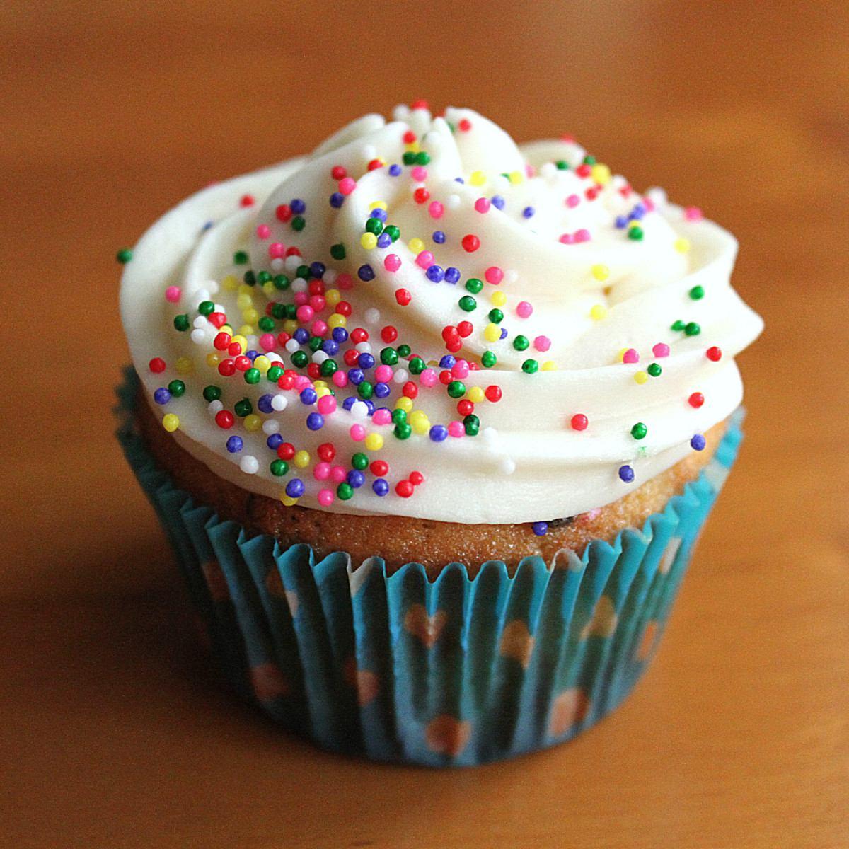 Los 3 Cumpleañeros Molde-de-silicona-muffins-cupcakes-50-pirotines-decorados-6199-MLA4594471977_072013-F